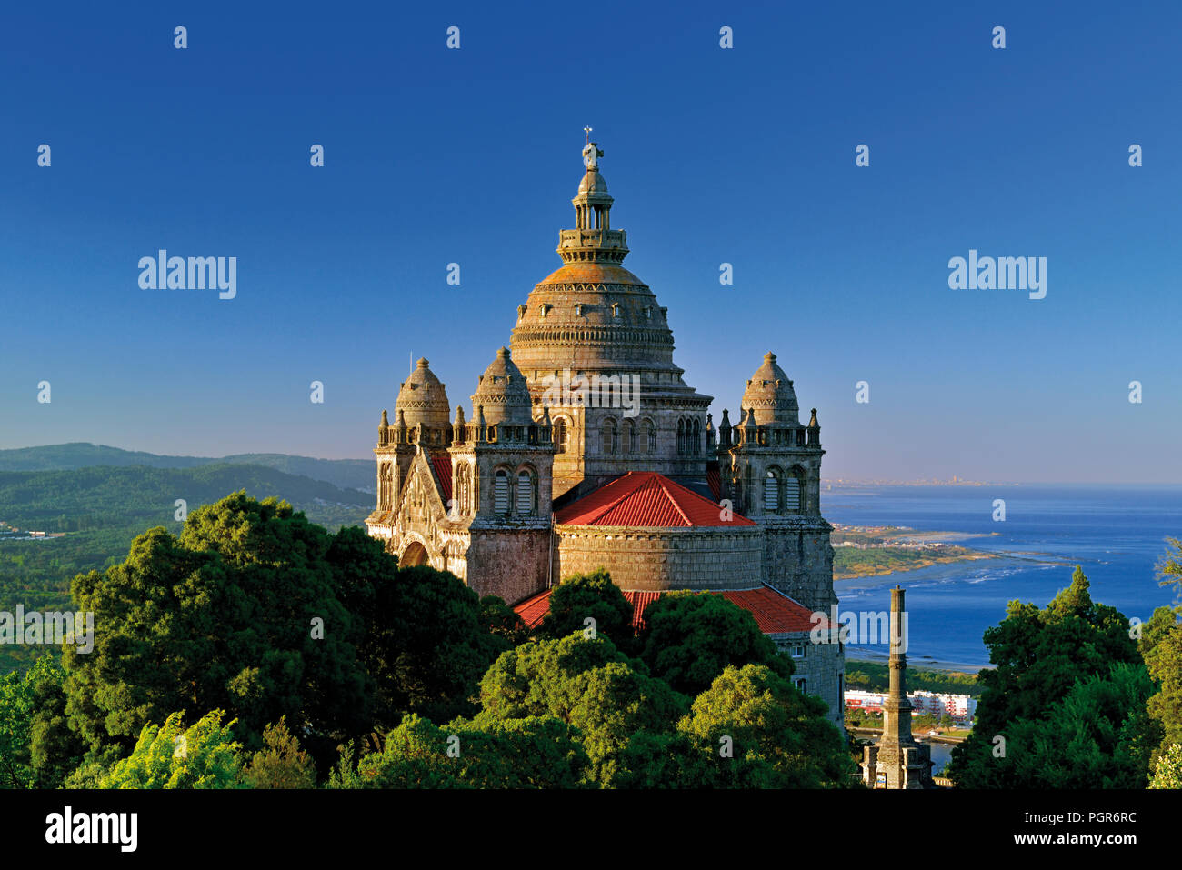 Basilica Santa Luzia and spectacular view to the coast and beaches of Viana do Castelo - Stock Image
