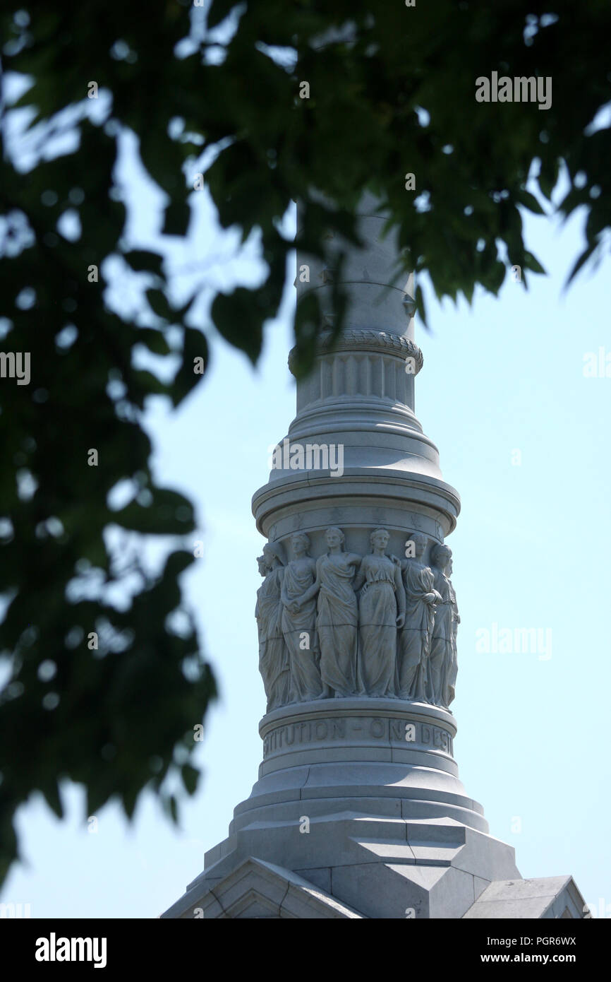 Details on the Yorktown Victory Monument (Monument to the Alliance and Victory), with the inscription 'One country- One Constitution- One Destiny'. - Stock Image