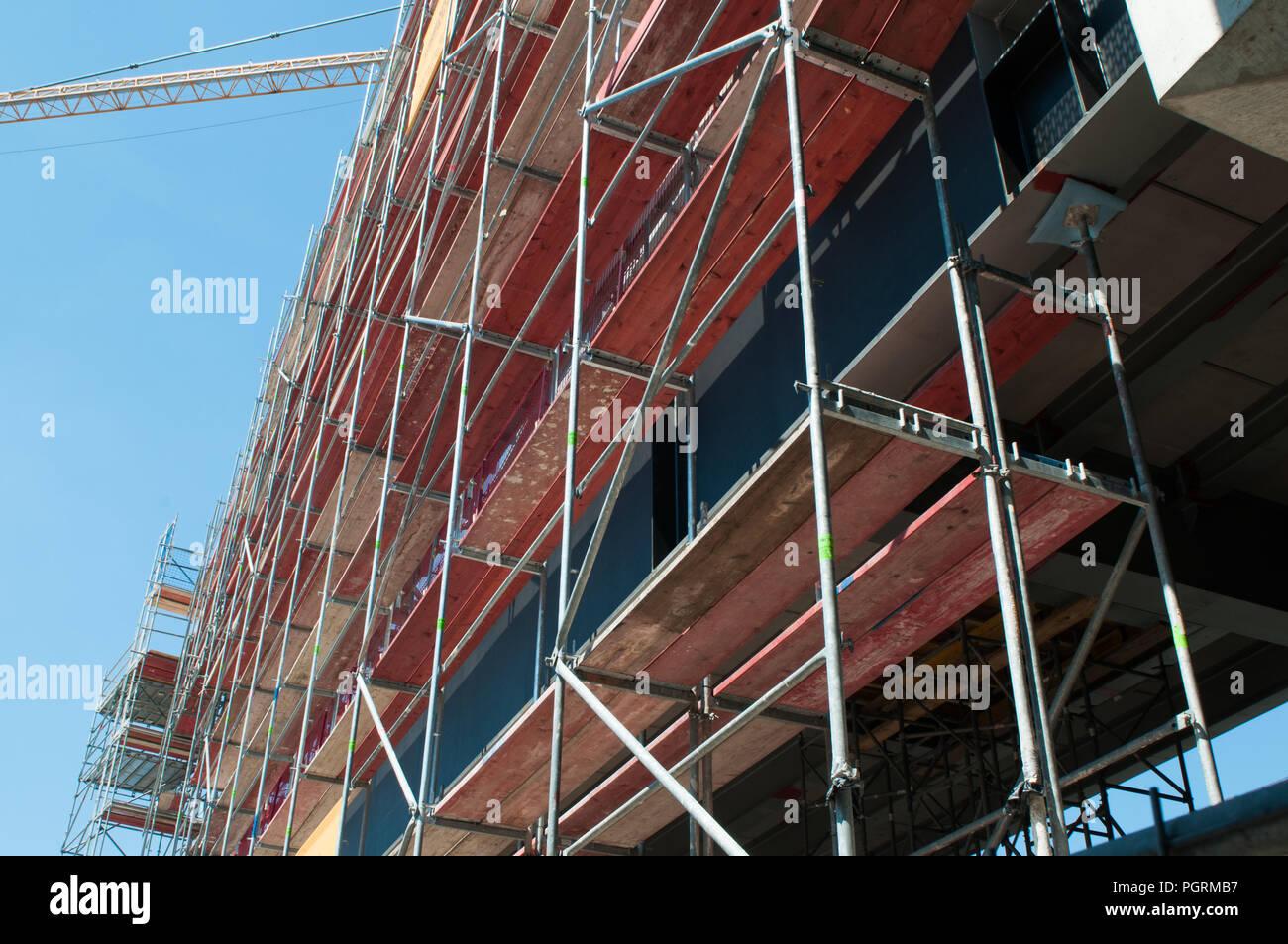 Baugerüst und Bauzaun für Baustellen - Stock Image