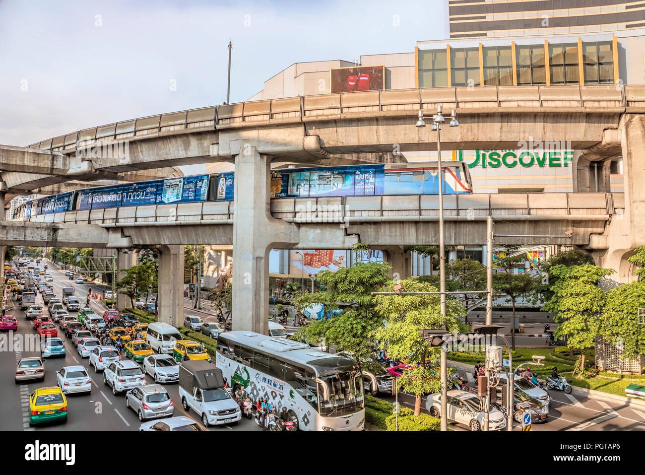 Pathumwan Intersection at the city center, Bangkok, Thailand | Pathumwan Intersection in der Innenstadt, Bangkok, Thailand - Stock Image