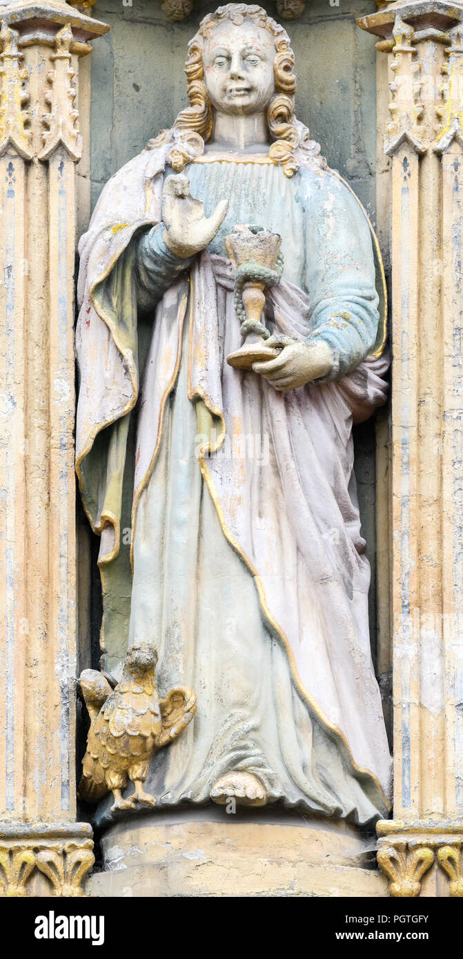 Statue of St John the evangelist (gospel writer) above the main entrance to St John's college, university of Cambridge, England. - Stock Image