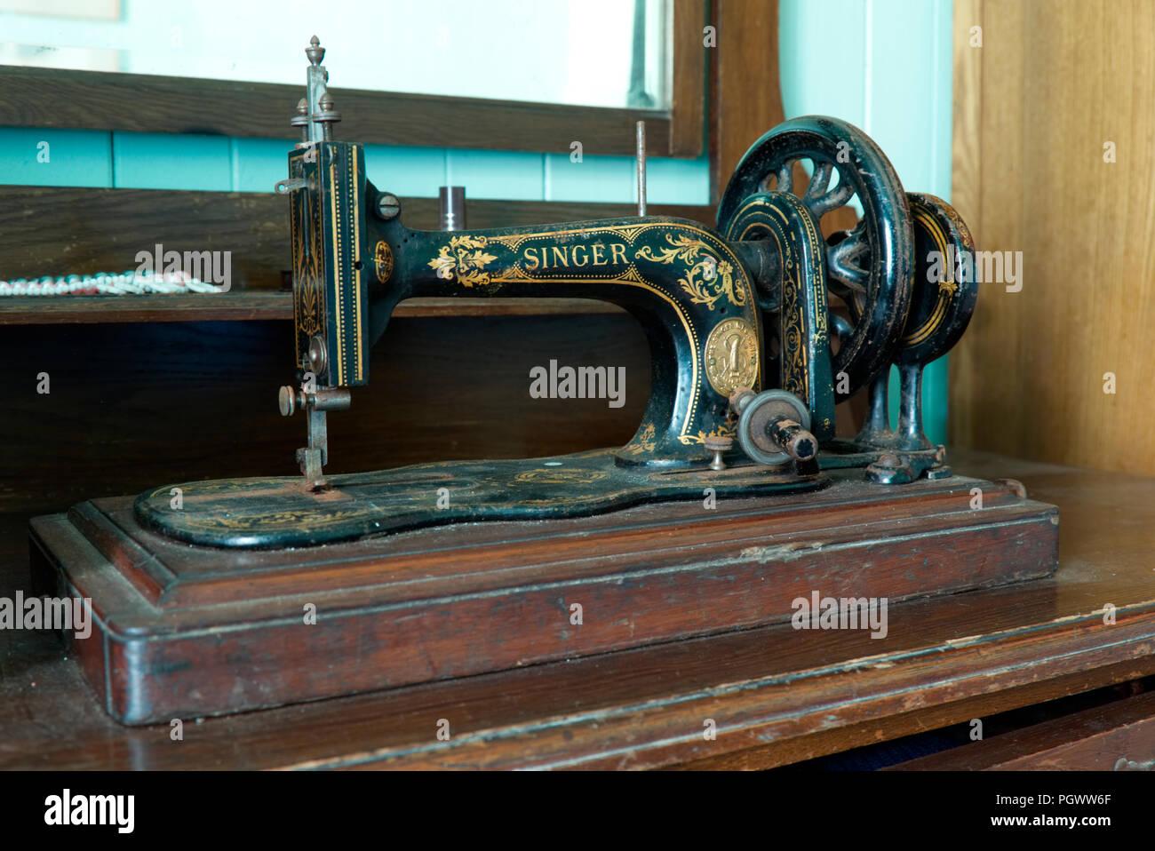 Vintage Singer Sewing Machine Stock Photos & Vintage Singer