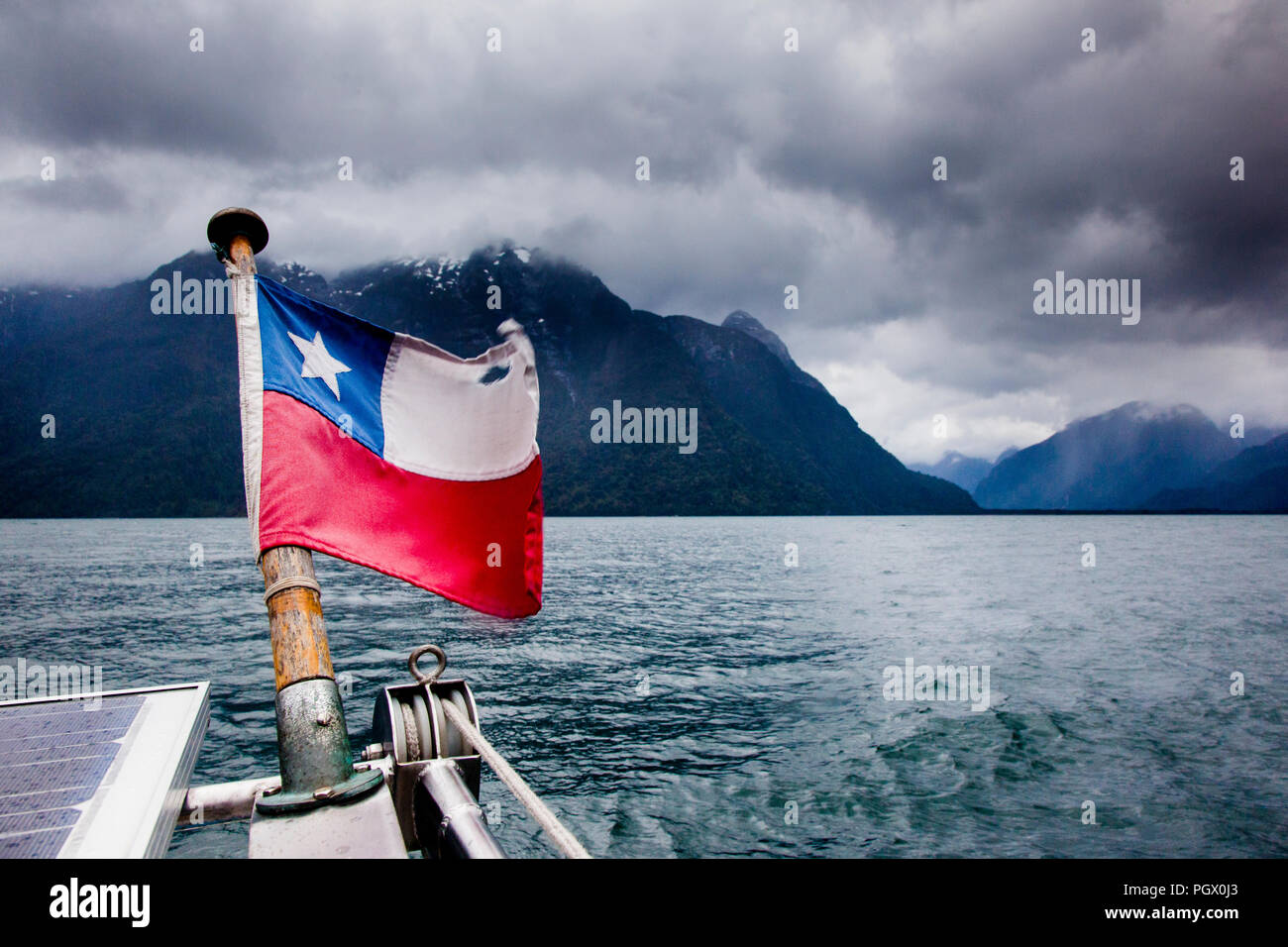 The view astern while sailing near Caleta Porcelana in Chile's Northern Patagonia. - Stock Image