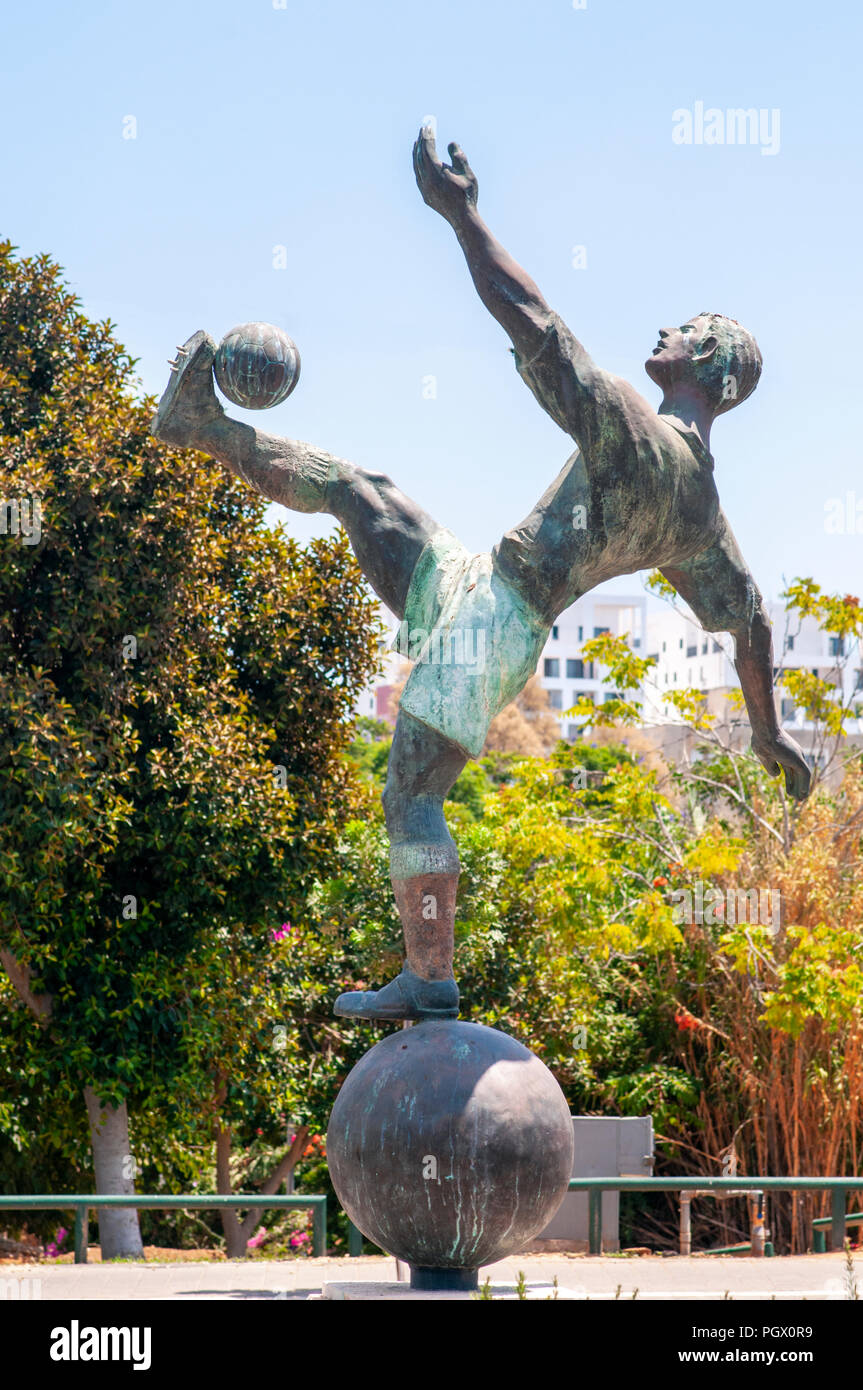 Statue of Natan Panz (September 28, 1917 – April 28, 1948) a Jewish football player from Mandatory Palestine, who played for Maccabi Tel Aviv and Beit - Stock Image