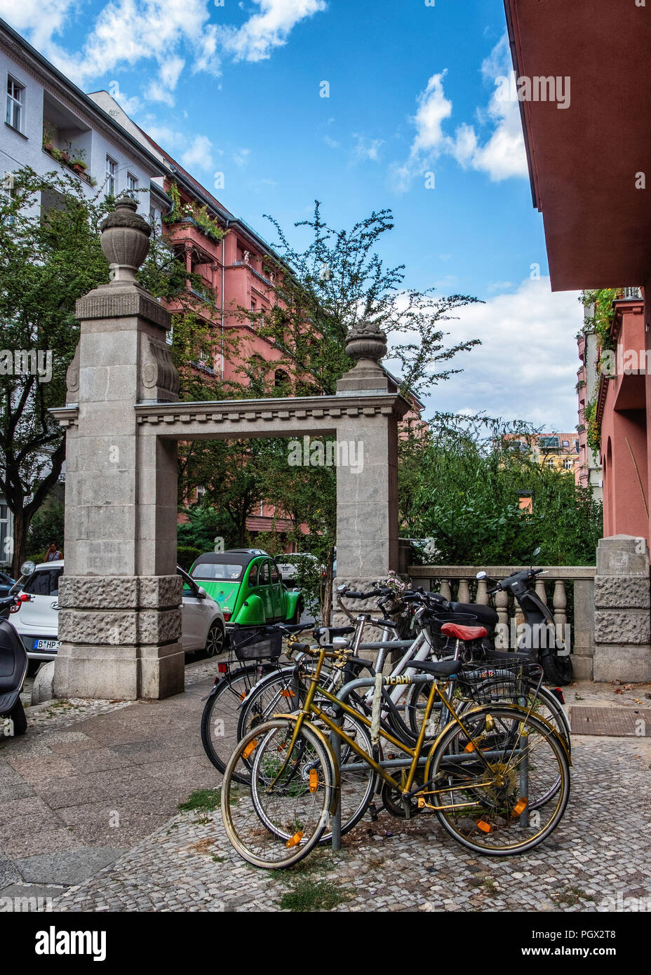 Berlin-Friedrichshain. Sandstone gate at entrance of the Knorrpromenade housing estate built 1911-1913 for wealthy citizens The residential complex wa - Stock Image