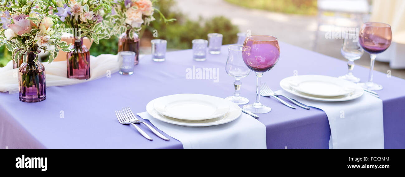 Flower Table Decorations For Holidays And Wedding Dinner Table Set