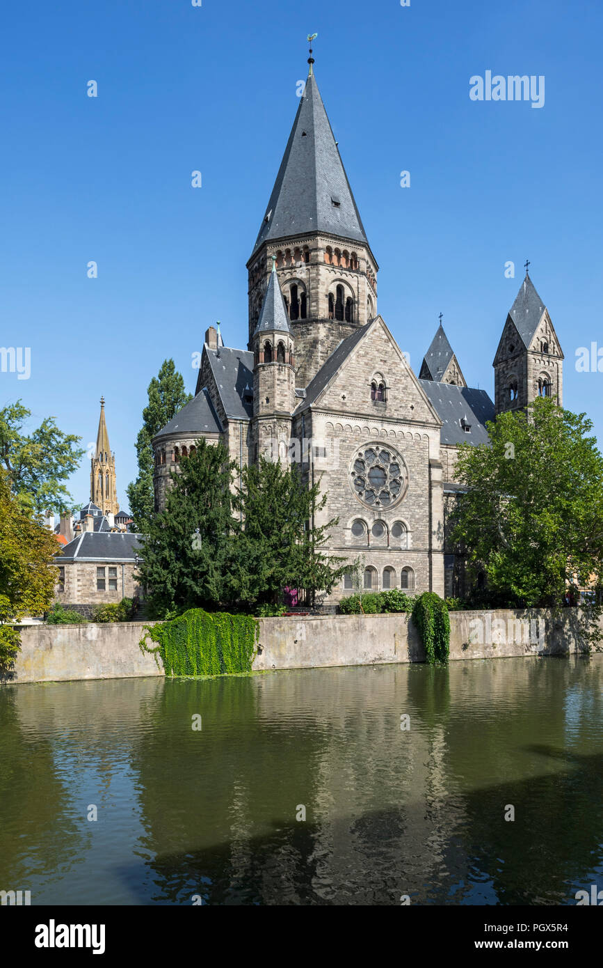 Temple neuf / Nouveau Temple protestant, Neo-Romanesque Protestant Reformed Church along the Moselle river in the city Metz, Moselle, Lorraine, France Stock Photo