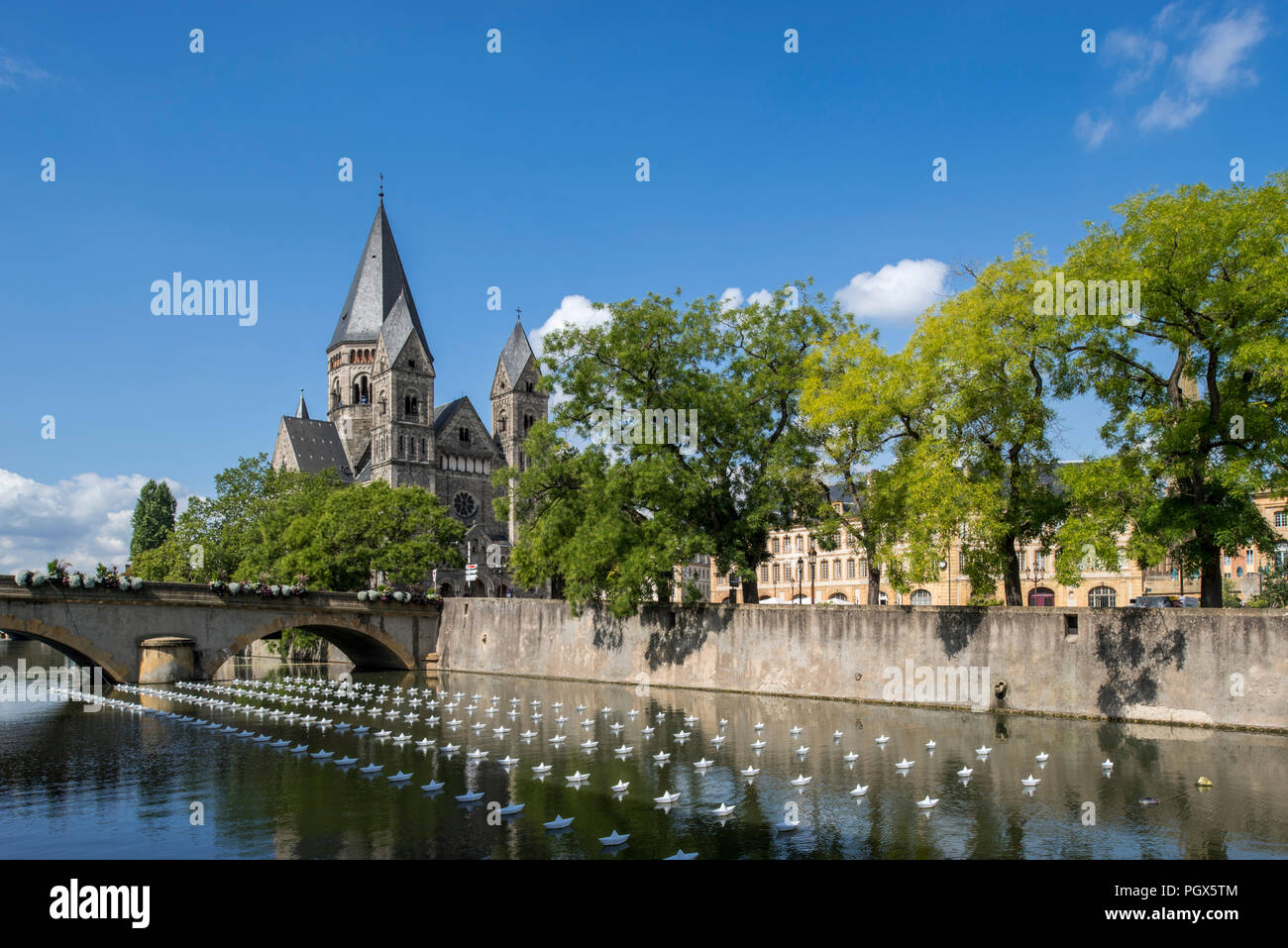 Temple neuf and modern artwork Voyage on the Moselle river during Festival Constellations in the city Metz, Moselle, Lorraine, France - Stock Image