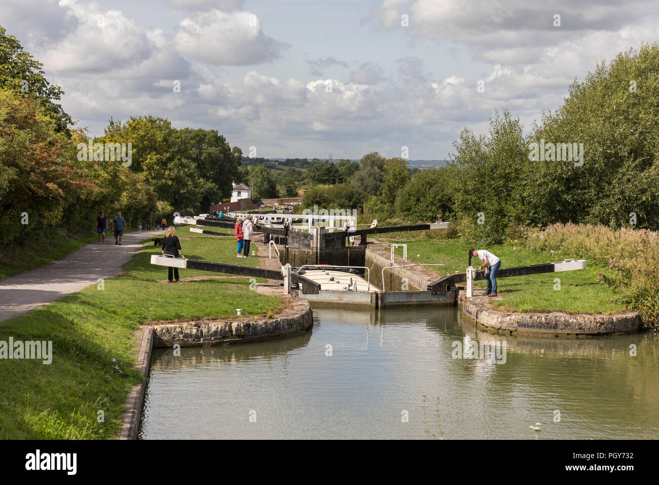 Canal boat at the lock gates on the Kennet and Avon canal, Caen Hill locks, Devizes, Wiltshire - Stock Image