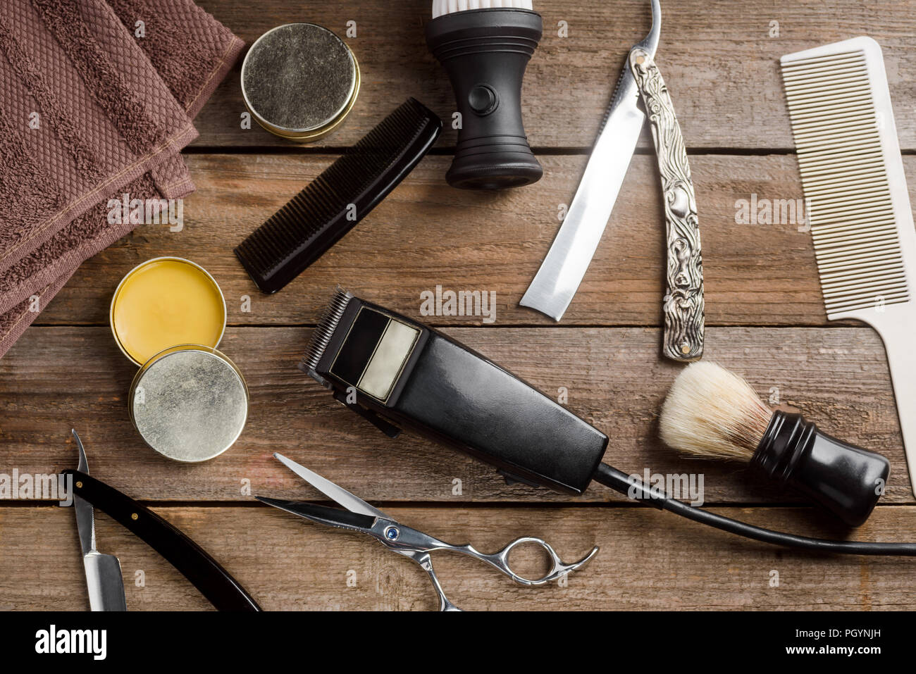 Vintage straight razors and combs - Stock Image