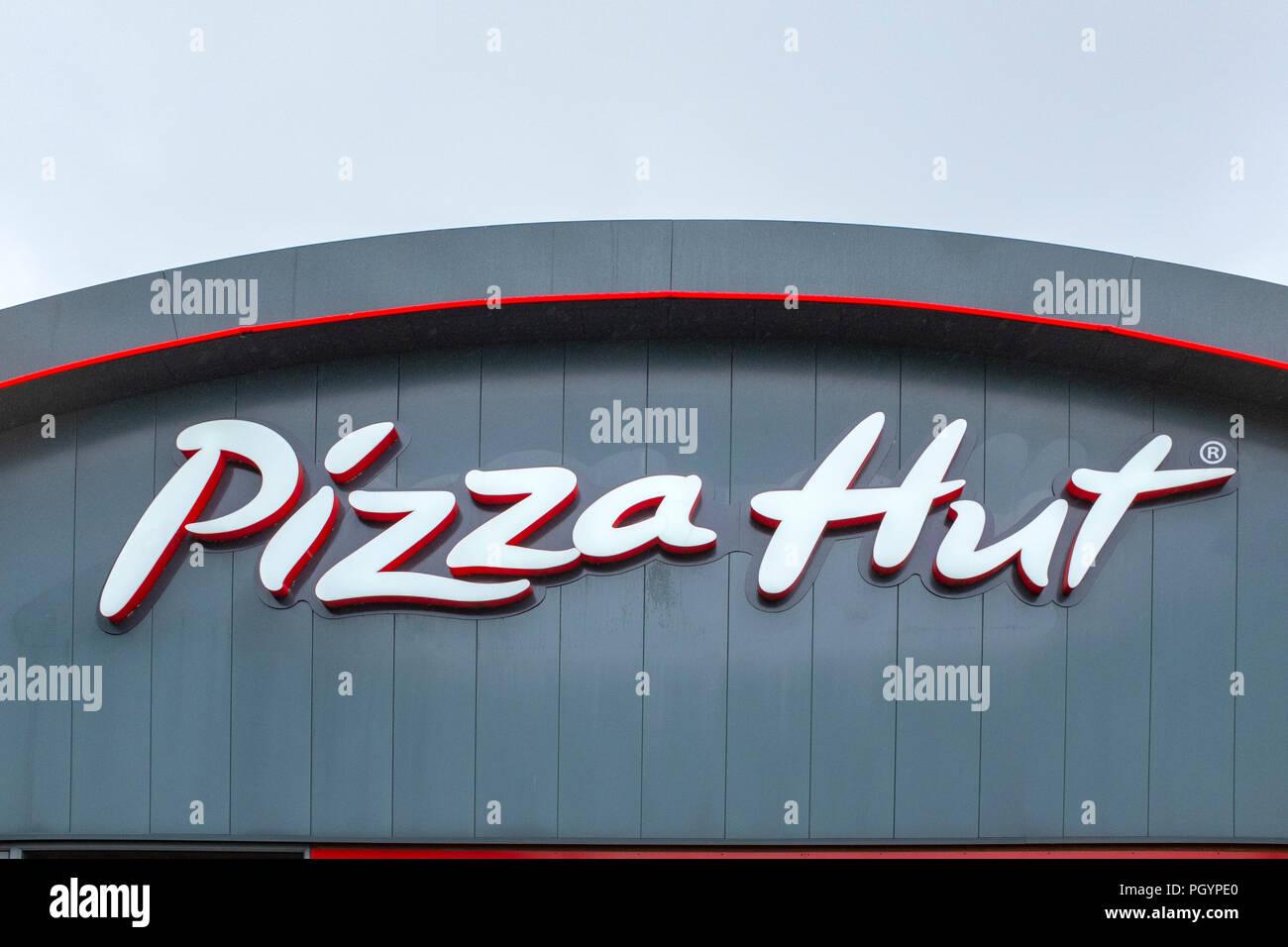 Pizza Hut Restaurant Sign Uk Stock Photos Pizza Hut