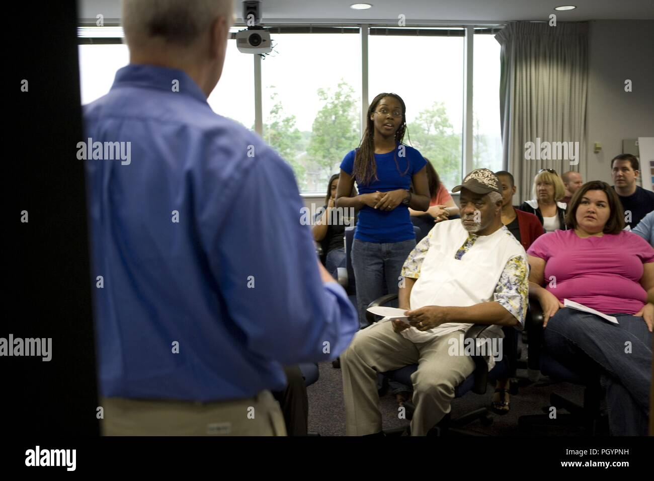Photograph of a member of the public standing to ask a question from a Health Educator, at a town hall meeting on behalf of the Agency for Toxic Substances and Disease Registry (ATSDR) image courtesy CDC/Dawn Arlotta, 2009. () - Stock Image