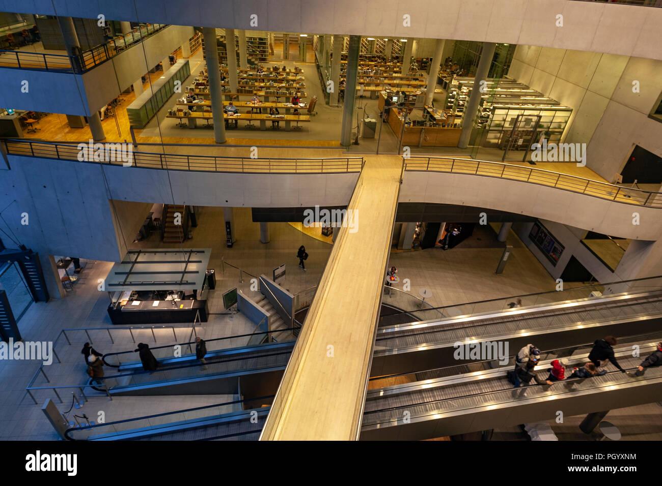 Royal Danish Library, The Black Diamond library, Designed by architects Schmidt Hammer Lassen, Slotsholmen, Copenhagen, Denmark. Stock Photo