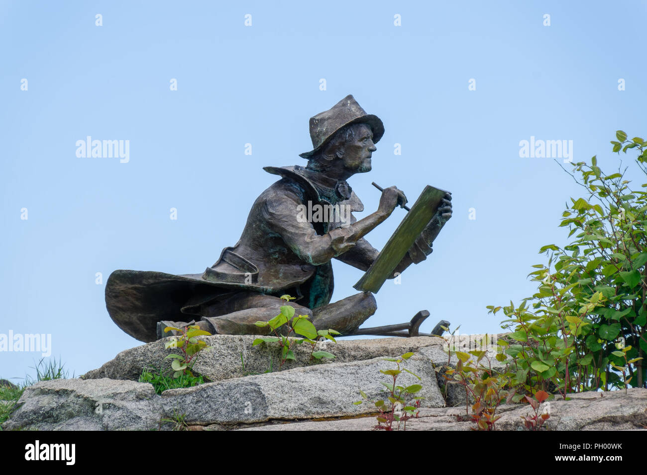Gloucester, MA - May 22, 2015 Sculpture of American painter and printmaker Fitz Hugh Lane by Alfred N. Duca sits on top of Duncan hill overlooking the - Stock Image
