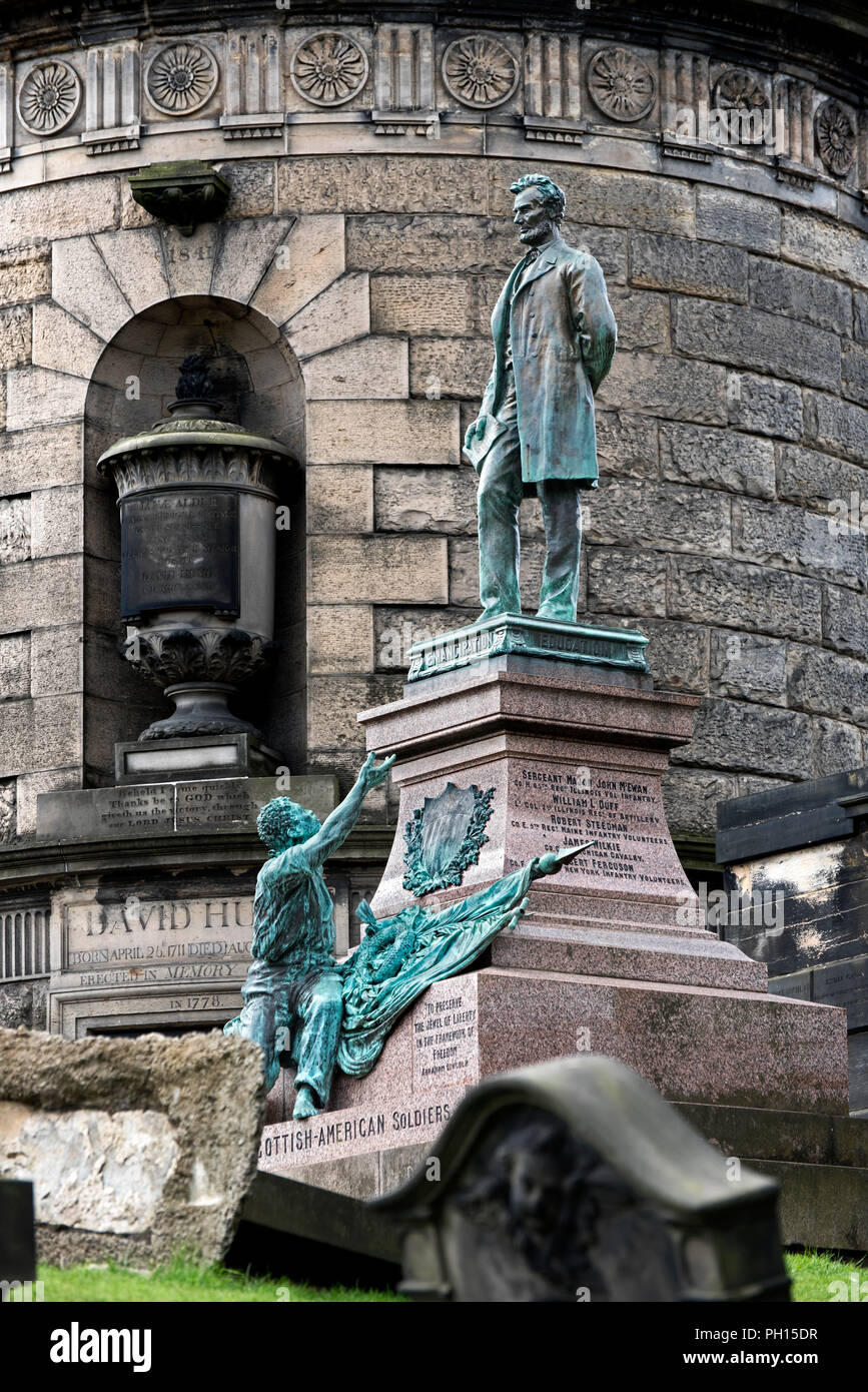 Statue of Abraham Lincoln with freed slave on the memorial to Scottish-American soldiers who fought in the American Civil War. Stock Photo