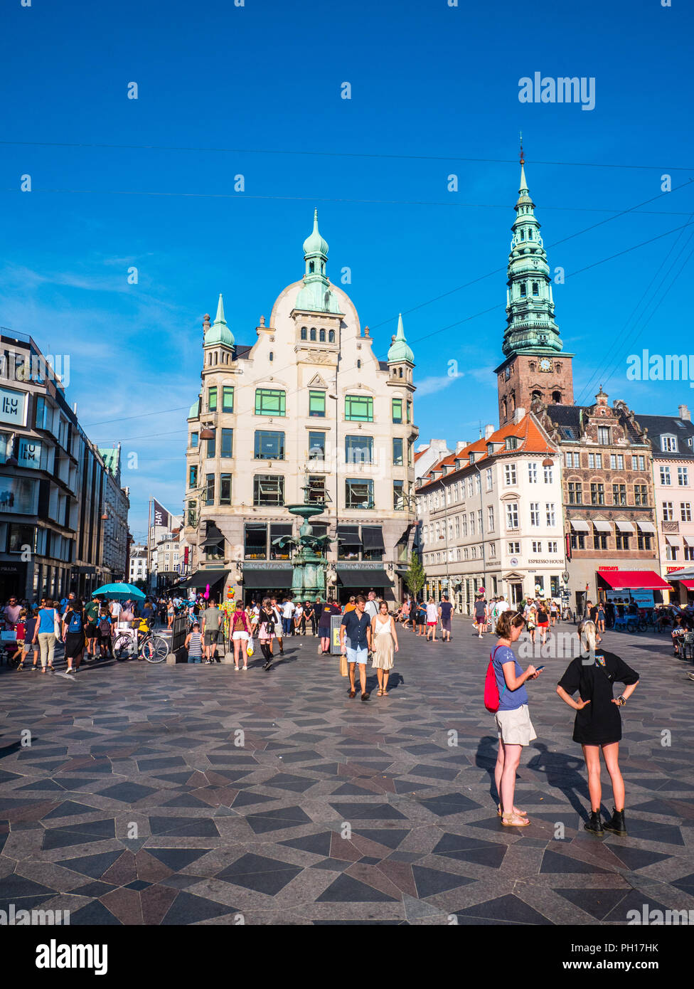 Tourists at The Stork Fountain, Amagertorv Square, Copenhagen, Zealand, Denmark, Europe. - Stock Image
