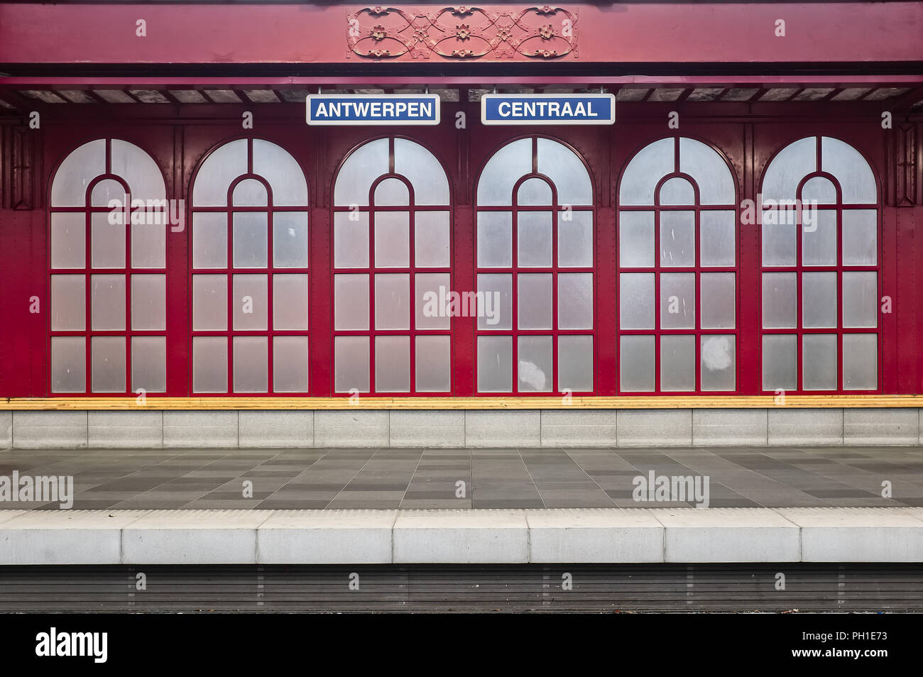 Image Of Antwerpen Centraal Name Sign Against Red Iron Background Inside The Antwerp Central Station Sunday 13 December 2015 Antwerp Belgium Stock Photo Alamy