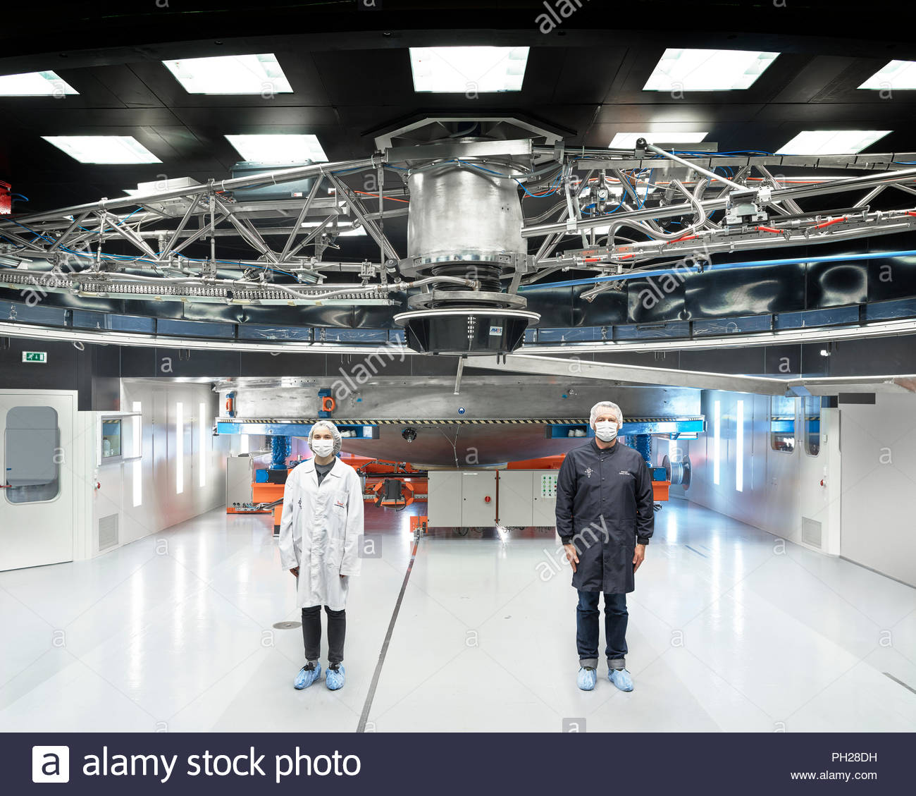 Scientist standing beneath telescope at Paranal Observatory - Stock Image