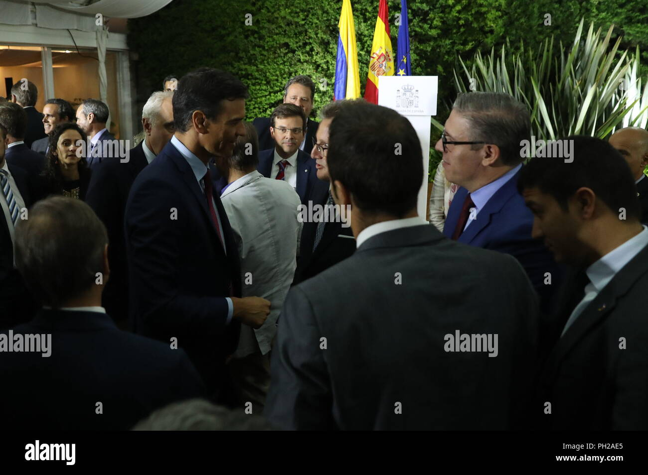 Spanish Prime Minister Pedro Sanchez (C-L) holds a meeting with the Spanish community residing in Colombia held at the Spanish embassy, in Bogota, Colombia, 29 August 2018. Sanchez arrived in Bogota today to meet tomorrow with the Colombian President Ivan Duque, on the third stop of his Latin American tour. EFE/J.J. Guillen - Stock Image