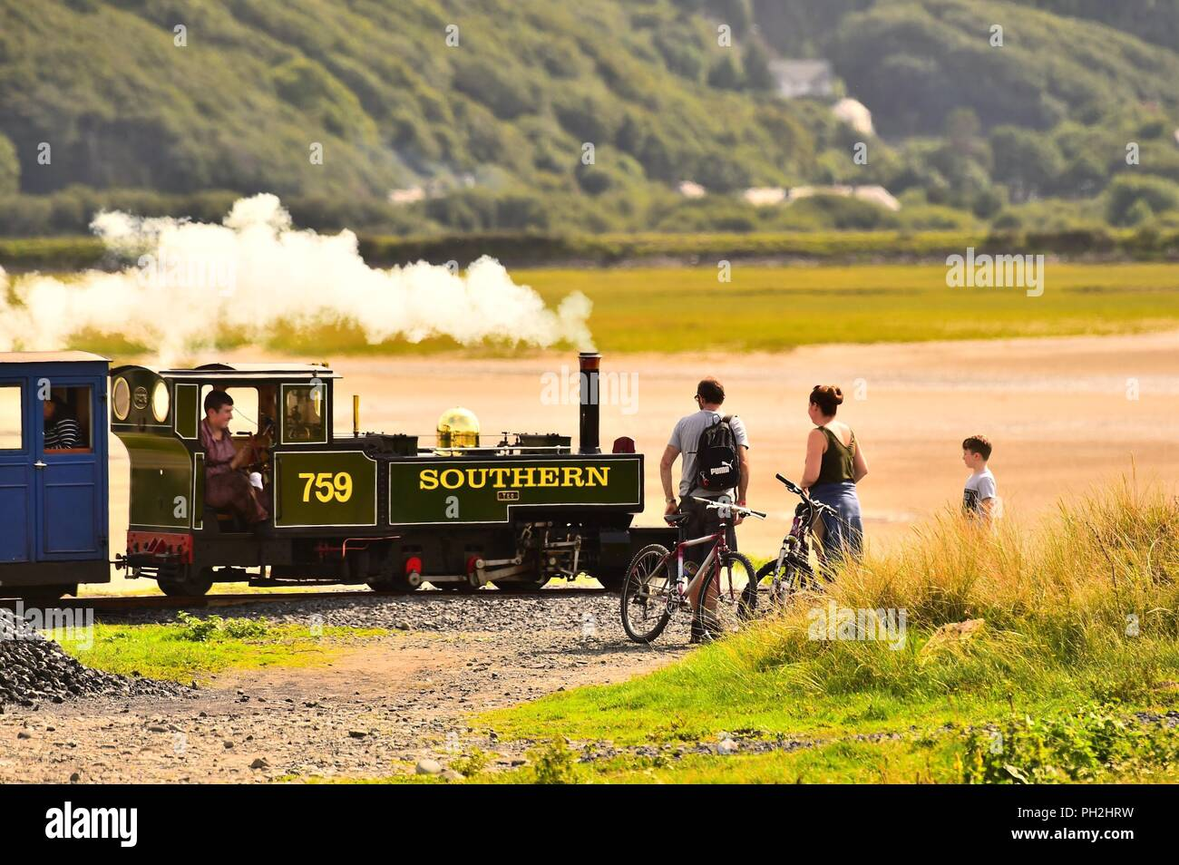 Barmouth Wales UK, Thursday 30 August 2018  UK Weather: people  in Barmouth, Snowdonia, North Wales, enjoying a warm and sunny afternoon watching the miniature steam train pass by, as the long school summer holidays come to an end   photo © Keith Morris / Alamy Live News - Stock Image