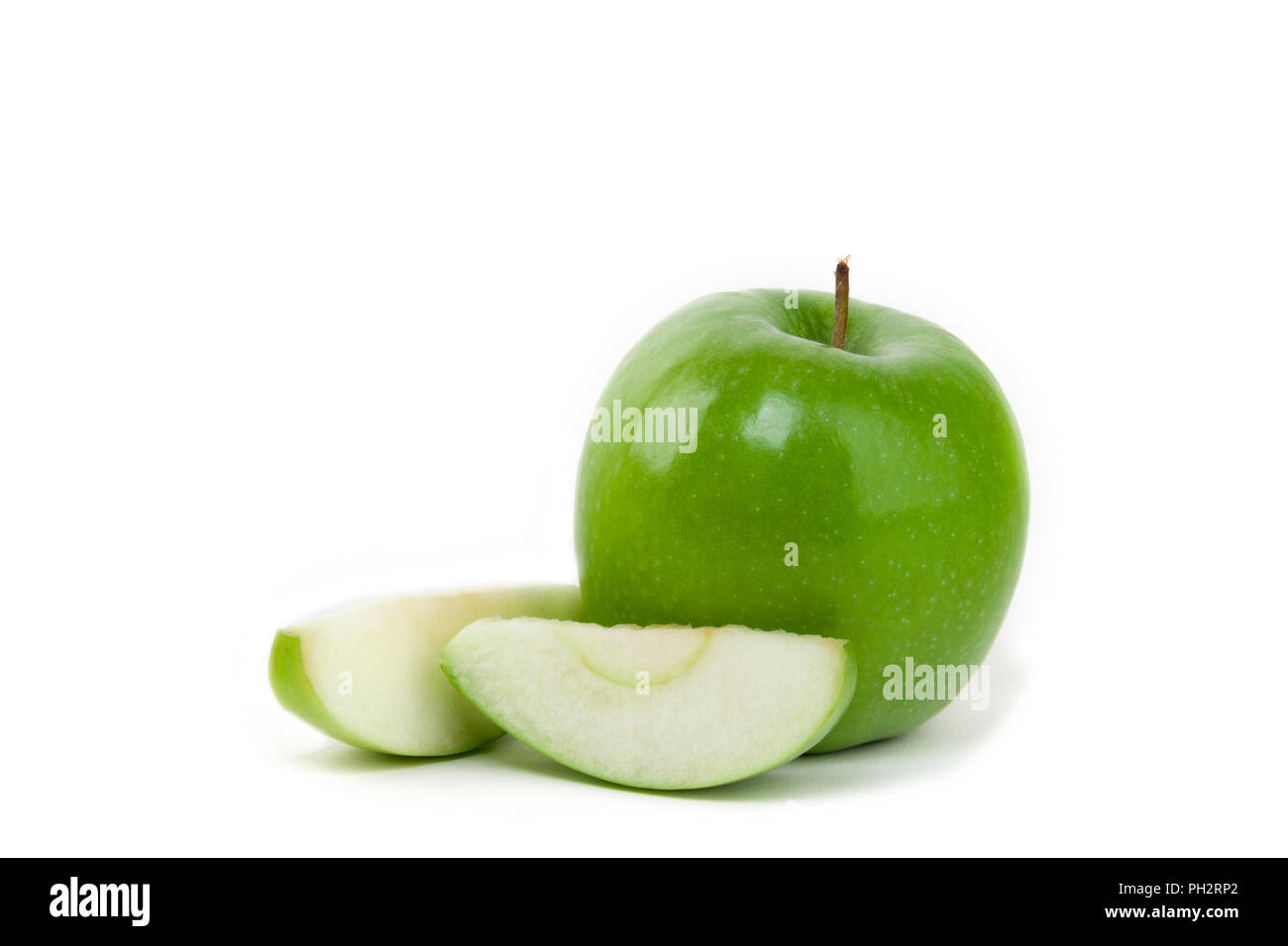 Granny smith apple and apple slices on isolated white background - Stock Image