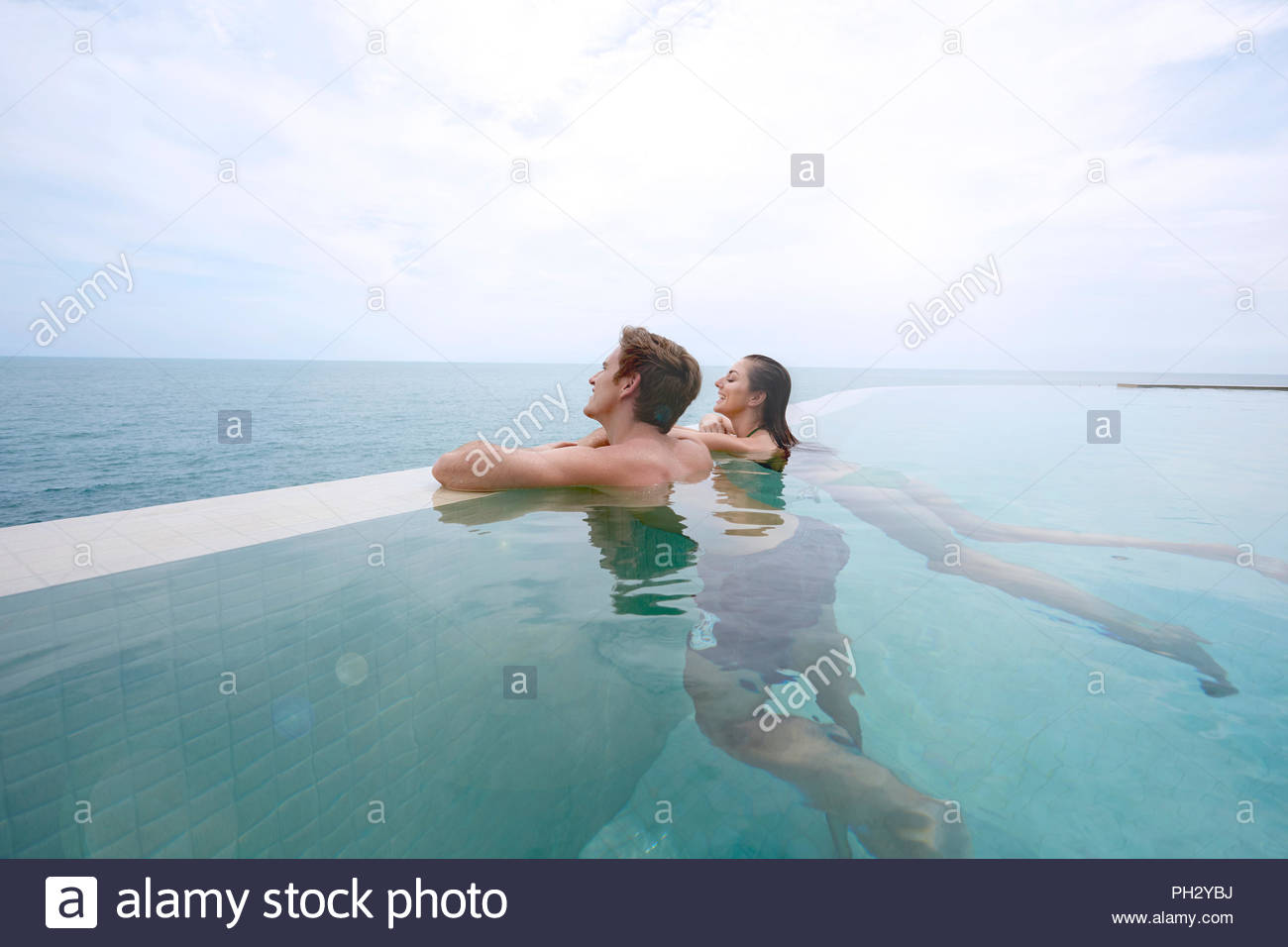 Young couple in swimming pool - Stock Image