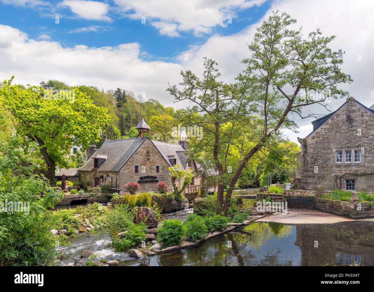 River Aven looking towards the Moulin De Rosmadec hotel, Pont-Aven, Finistere, Brittany, France - Stock Image