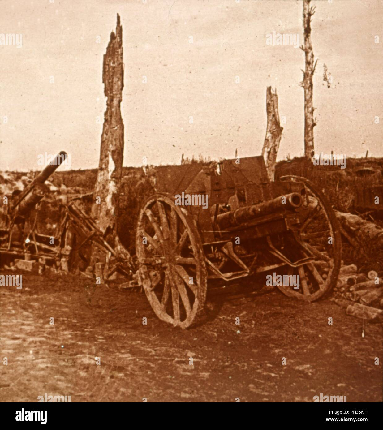 Abandoned 'enemy' [German?] cannons, c1914-c1918. Photograph from a series of glass plate stereoview images depicting scenes from World War I (1914-1918). - Stock Image
