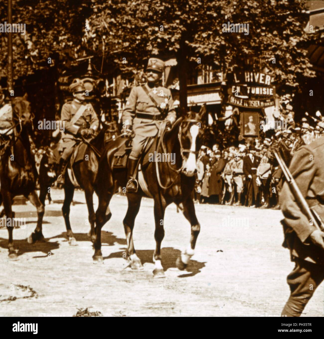 Italian officers during victory parade, 1918. Photograph from a series of glass plate stereoview images depicting scenes from World War I (1914-1918). - Stock Image