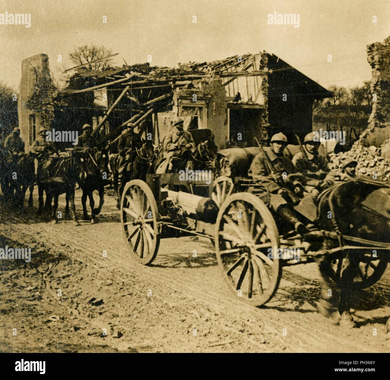 Artillery passing through Beauzée, northern France, c1914-c1918. Photograph from a series of glass plate stereoview images depicting scenes from World War I (1914-1918). - Stock Image
