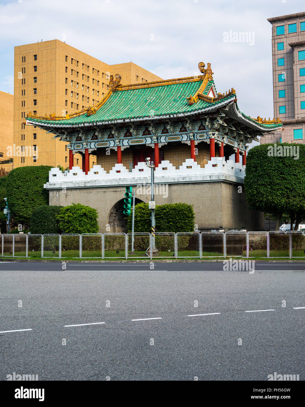 Vertical view of Taipei East Gate former part of the walls of Taipeh in Taiwan - Stock Image