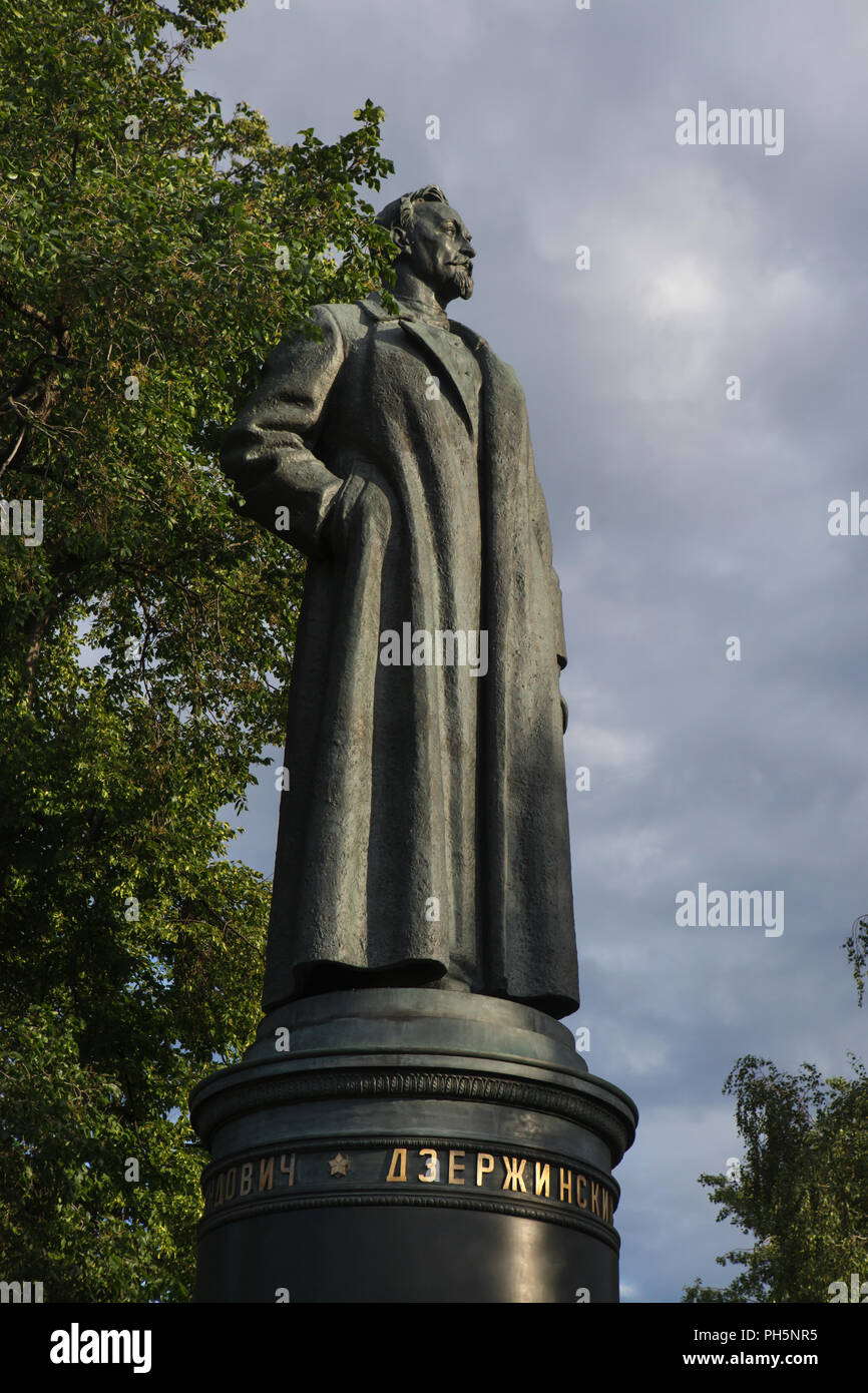 Monument to Bolshevik revolutionary Felix Dzerzhinsky, nicknamed the Iron Felix, designed by Soviet sculptor Yevgeny Vuchetich (1958) on display in the Muzeon Fallen Monument Park in Moscow, Russia. The monument to the founder of Soviet secret police Cheka, later known as the NKVD and the KGB, was unveiled in 1958 in Lubyanka Square in Moscow and demolished after the fall of Soviet coup d'état attempt in August 1991. - Stock Image