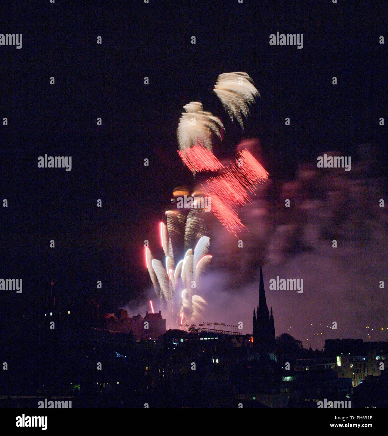 Edinburgh Fireworks create an artists palette at the Festival celebrations - Stock Image