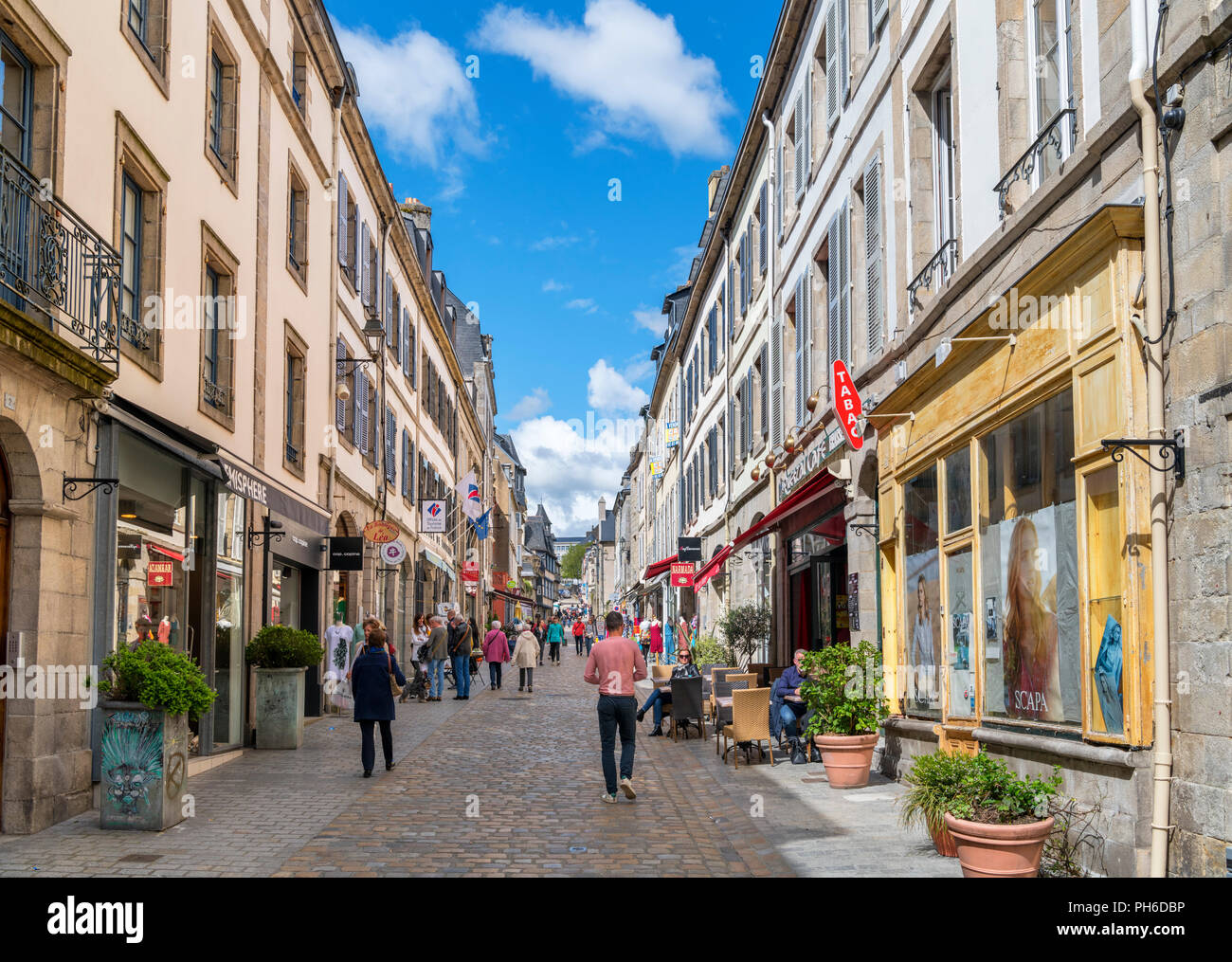 Shops on Rue Élie Freronl in the old town, Quimper, Finistere, Brittany, France - Stock Image