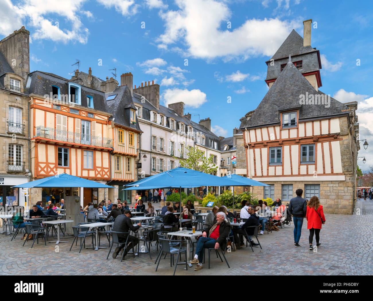 Cafe in Place Terre au Duc in the old town, Quimper, Finistere, Brittany, France - Stock Image