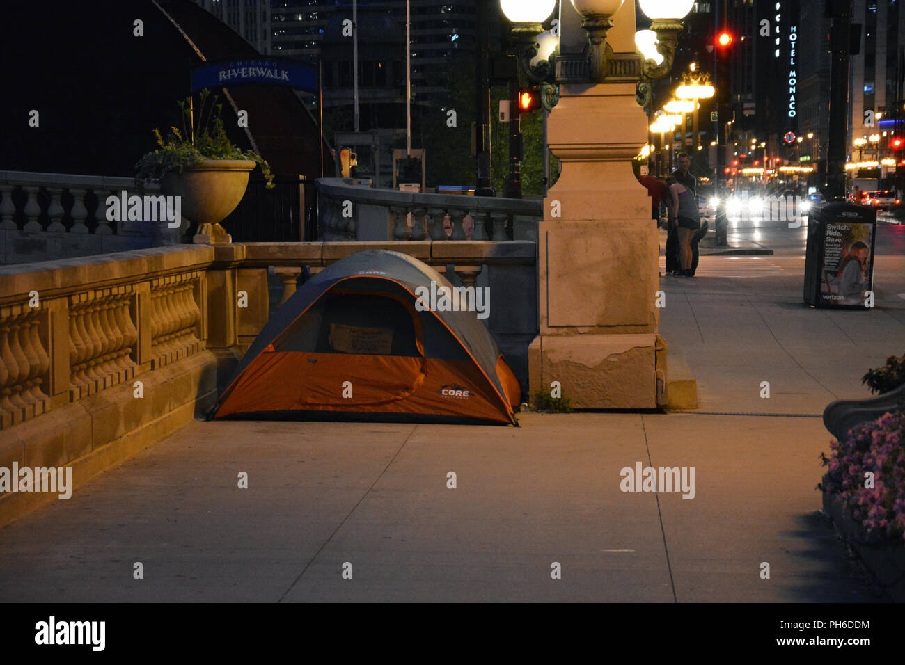 An overnight homeless tent off the Riverwalk in a corner of Upper Wacker Drive in Chicago. - Stock Image