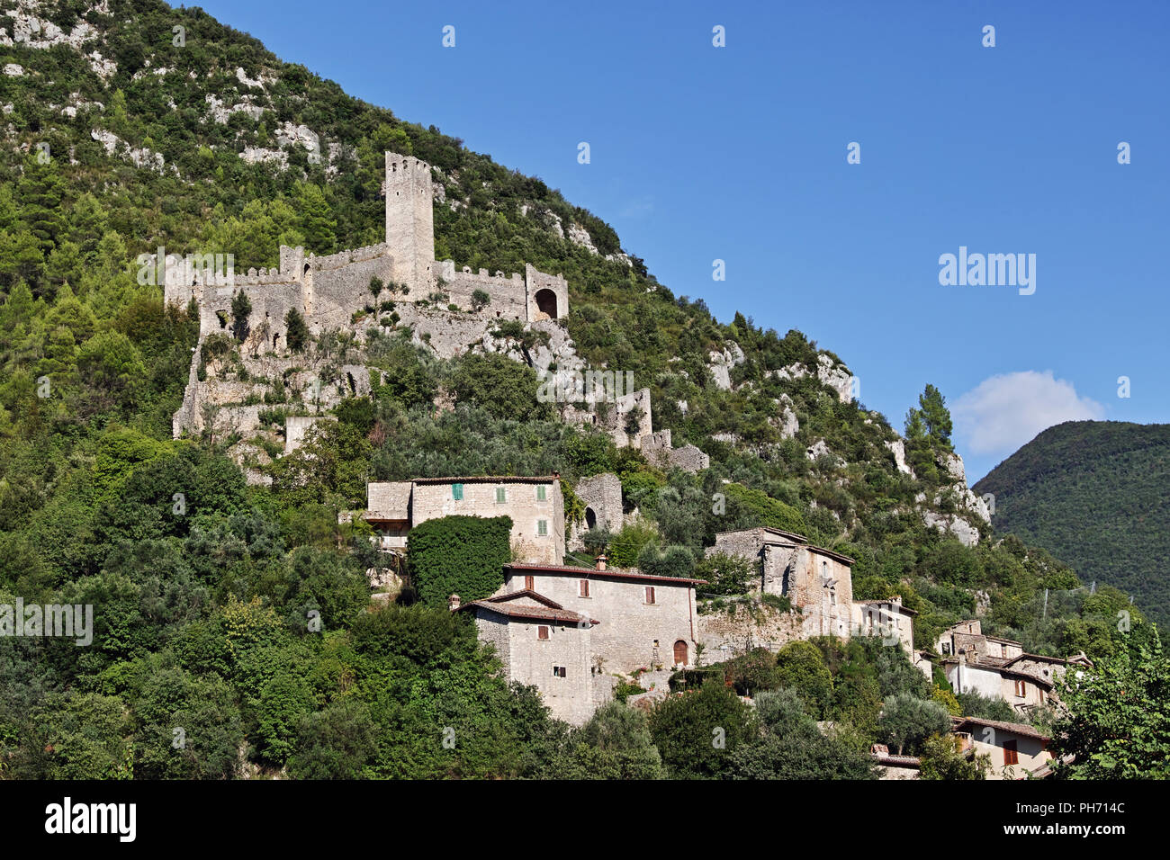 the ruins of the Precetto fortress, one of two fortresses of Ferentillo, Valnerina, Terni, Umbria, Italy - Stock Image