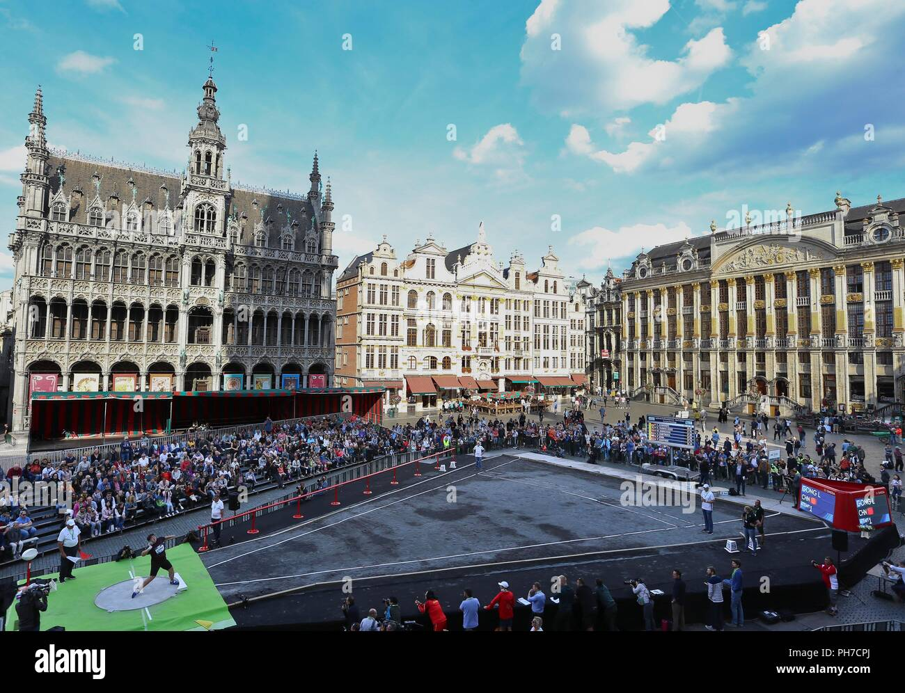 Brussels. 30th Aug, 2018. Gong Lijiao of China competes during the women's shot put event at IAAF Diamond League athletics meeting on the 'Grand Place - Grote Markt' square in the city centre of Brussels, Belgium on Aug. 30, 2018. Credit: Ye Pingfan/Xinhua/Alamy Live News - Stock Image