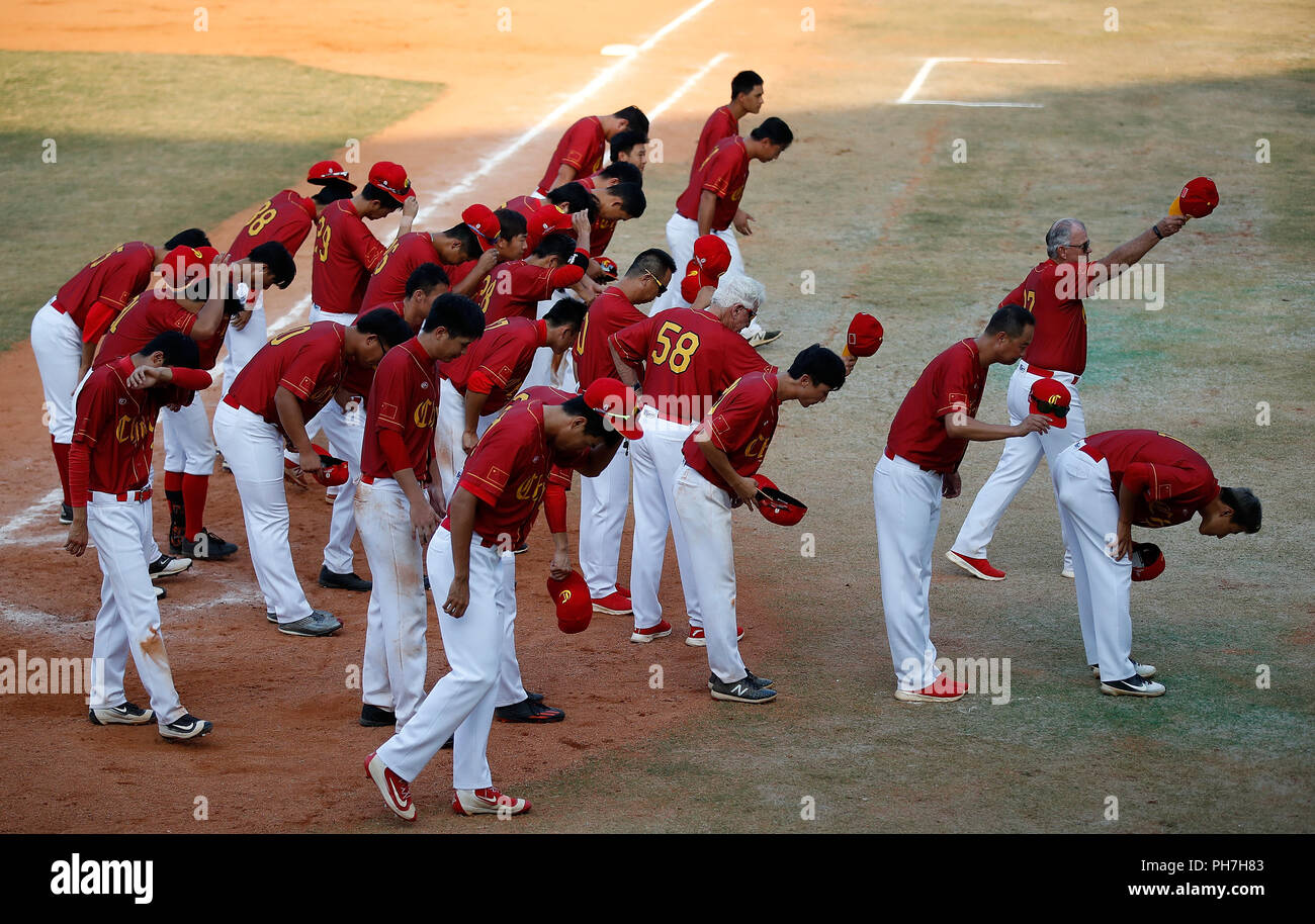 Jakarta. 31st Aug, 2018. Chinese players bow to spectators after Baseball Men's Team Super Round - Match 3 at the Asian Games 2018 in Jakarta, Indonesia on Aug. 31, 2018. Credit: Wang Lili/Xinhua/Alamy Live News - Stock Image