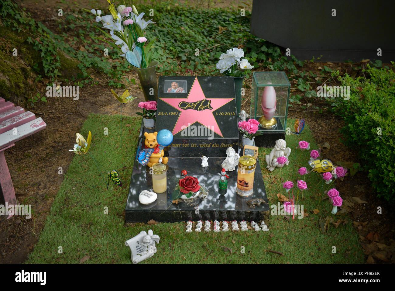 Grab, Dirk Bach, Melaten-Friedhof, Aachener Strasse, Lindenthal, Koeln, Nordrhein-Westfalen, Deutschland Stock Photo