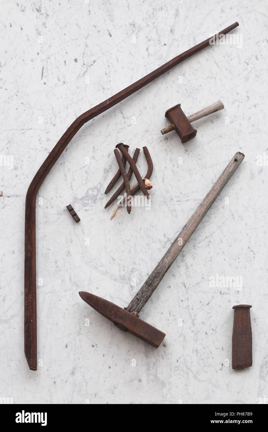 Ancient work tools for the extraction of white Carrara marble - Stock Image