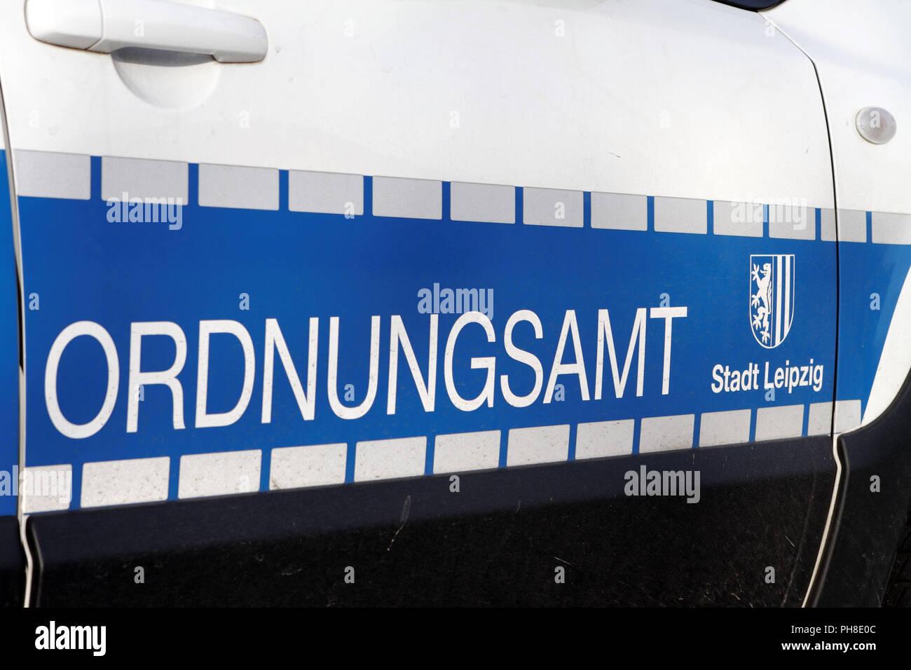 Beschriftung an einem Kraftfahrzeug der Stadtverwaltung Leipzig. - Stock Image