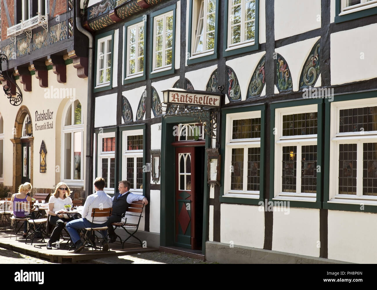 people in a sidewald cafe, old town, Wiedenbrueck - Stock Image