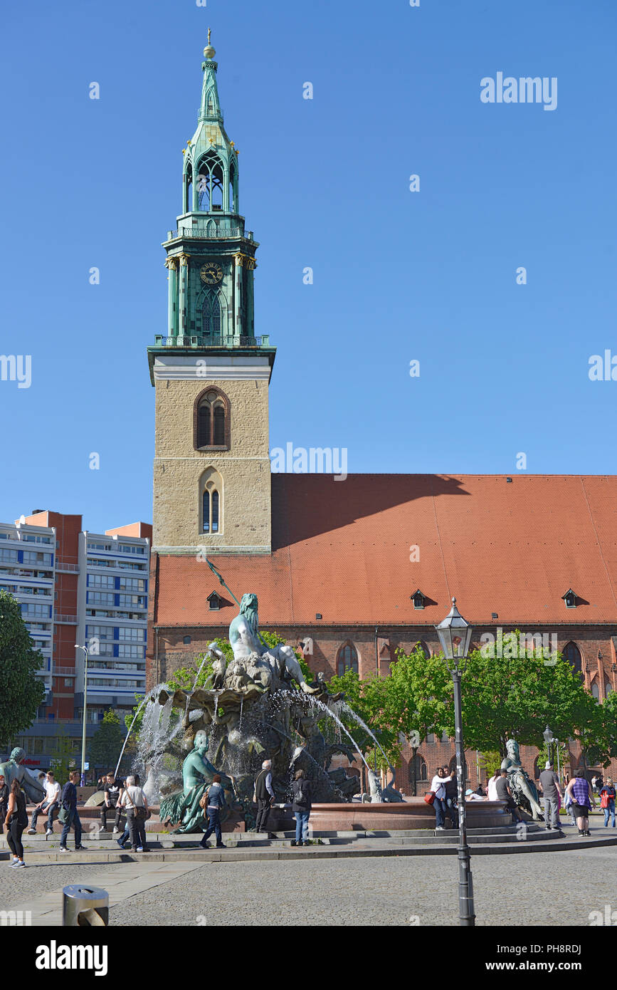 Neptunbrunnen, Marienkirche, Spandauer Strasse, Mitte, Berlin, Deutschland - Stock Image
