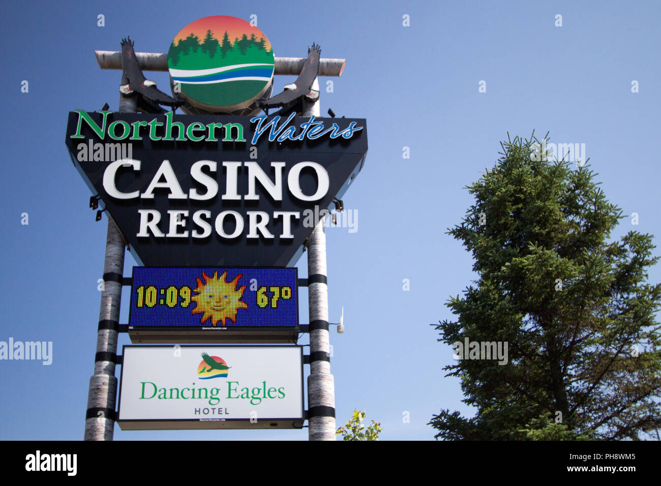 Watersmeet, Michigan, USA: Sign for the Northern Waters Tribal Casino in the Upper Peninsula. The casino is owned by the Lake Superior Chippewa tribe. - Stock Image