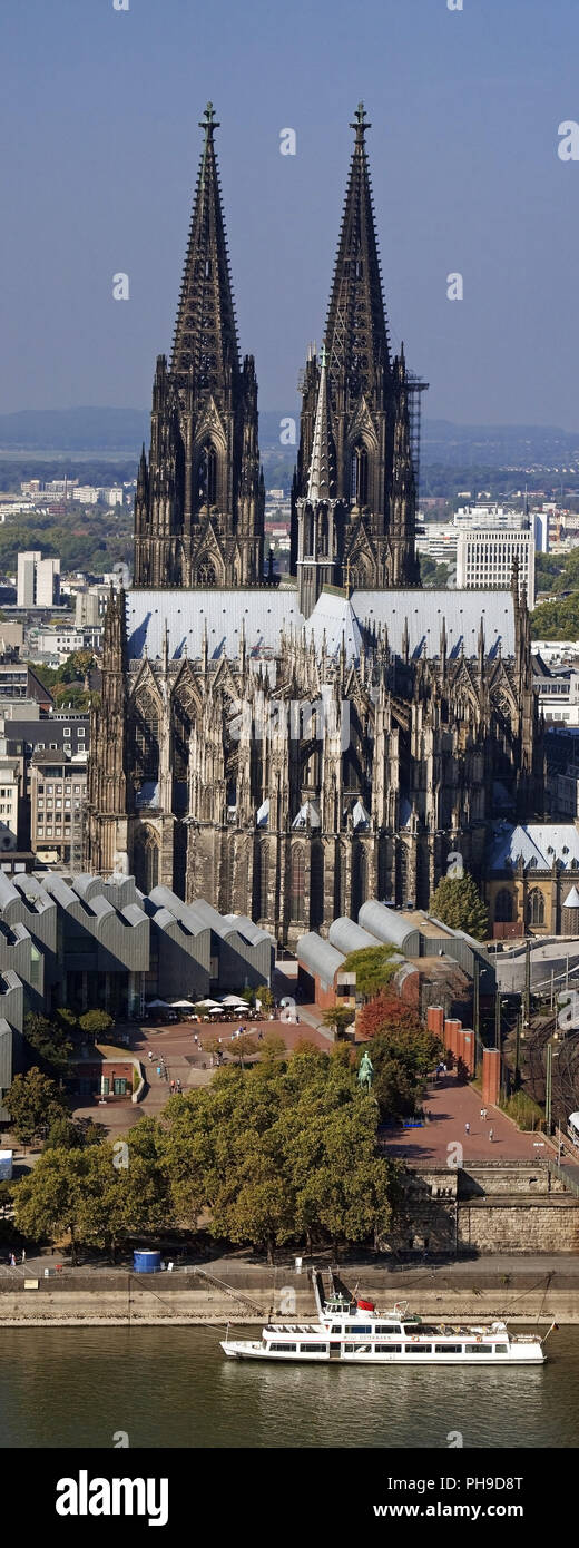 Cologne Cathedral with river Rhein, Cologne, North Rhine-Westphalia, Germany - Stock Image