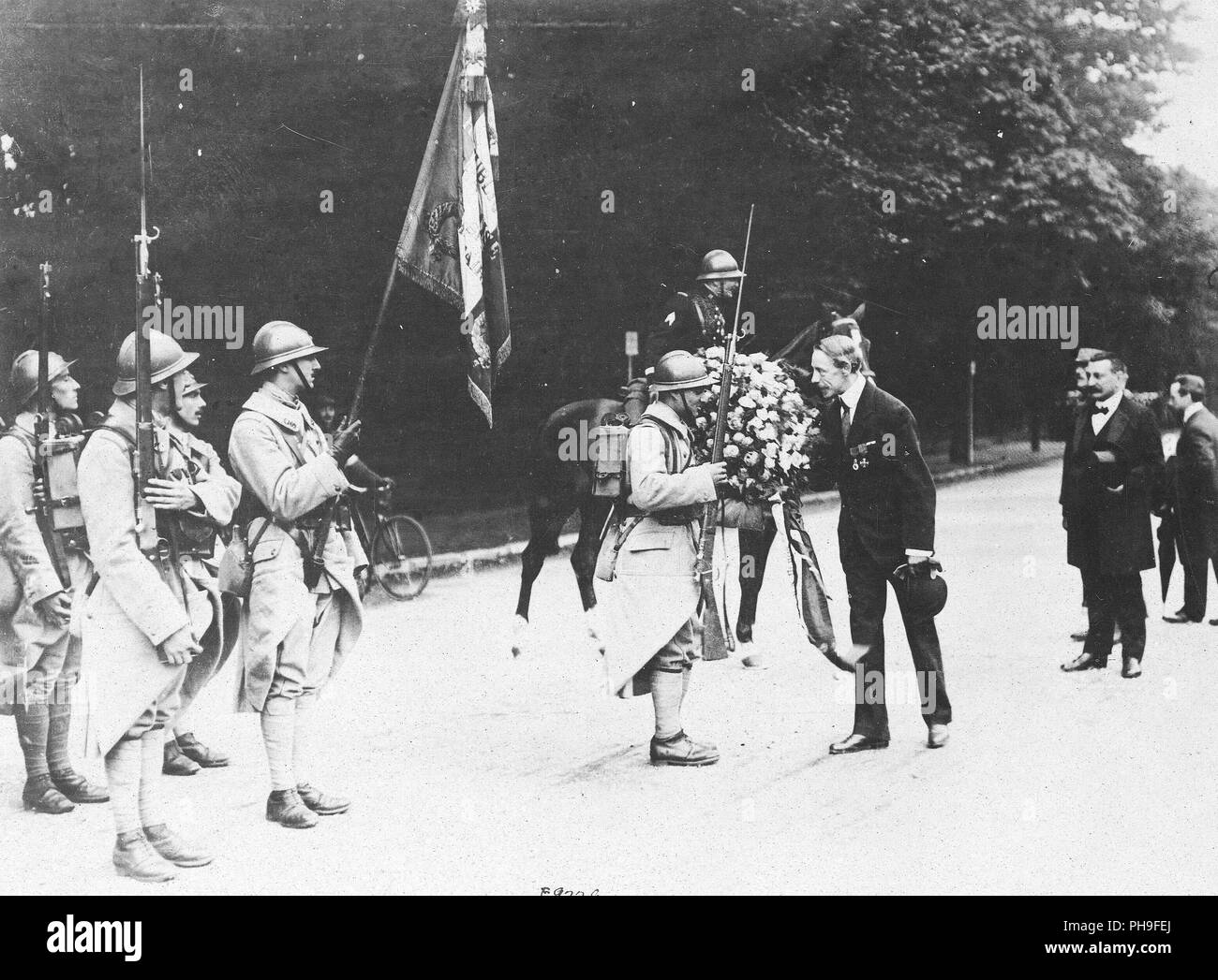 In the name of his fellow citizens of Holland, Mr. Boutelje presented flowers to the 250th French Infantry - Stock Image