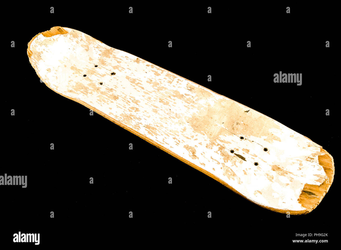 d33b699353 old used wooden skateboard · Zoonar GmbH / Alamy Stock Photo