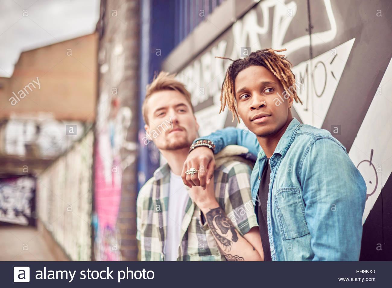 Teenage boys leaning on wall - Stock Image