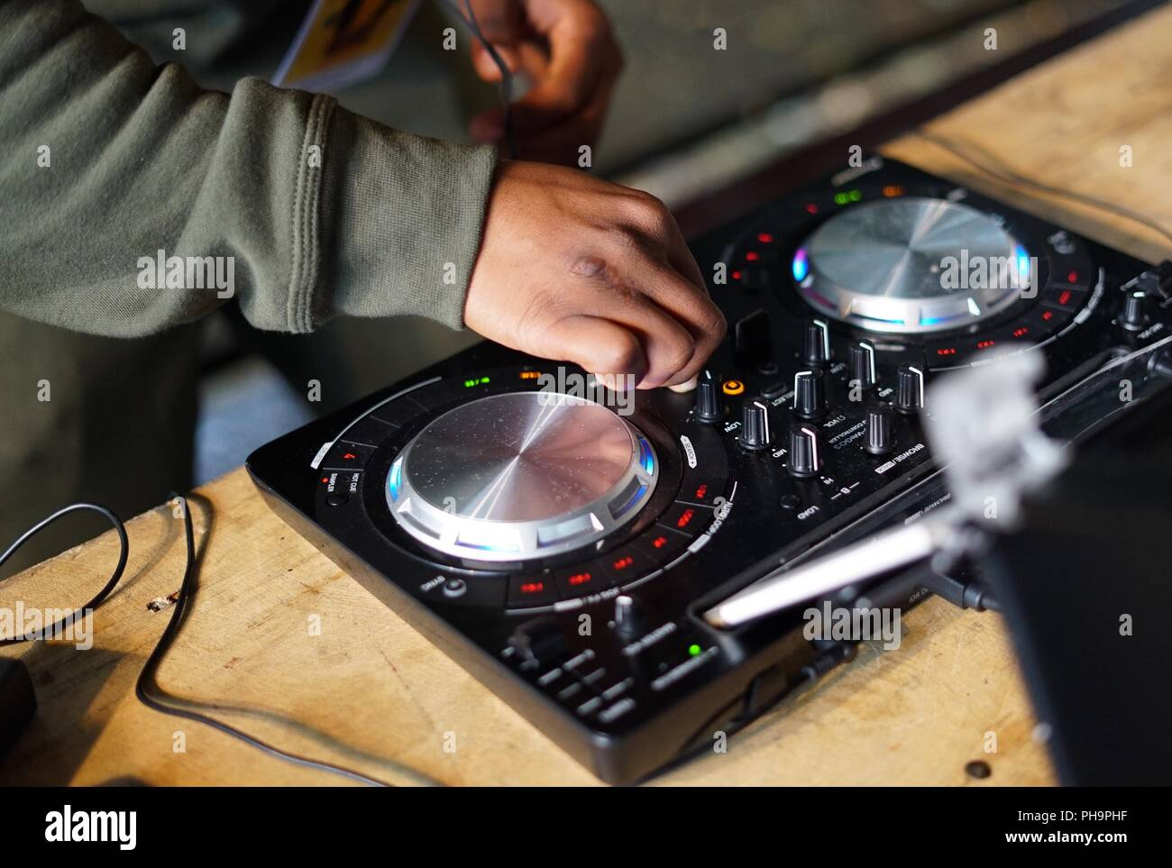 DJ spinning tunes on deck - Stock Image